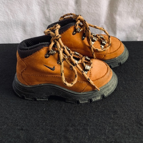 Nike Other - Nike hiking boots for boys construction style